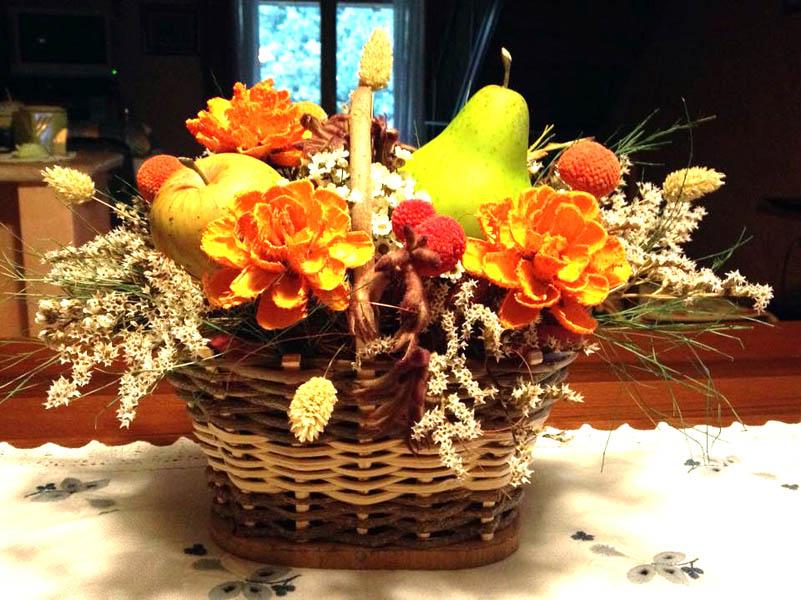composizione floreale con frutta in stile autunnale (1)