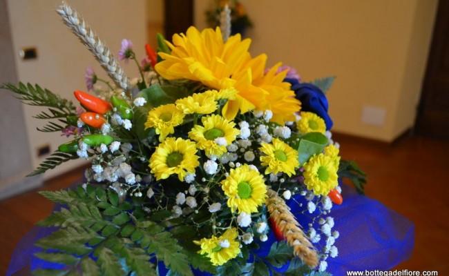 allestimento floreale matrimonio con peperoncini e girasoli