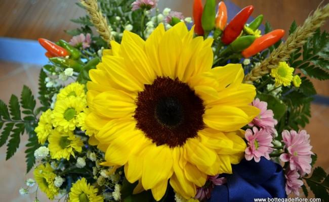 allestimento floreale per matrimonio con girazoli e peperoncini